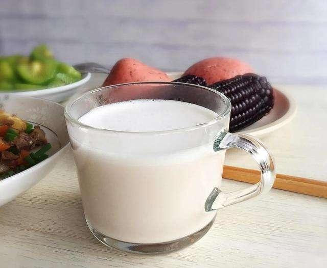 减肥该喝牛奶,还是喝豆浆?