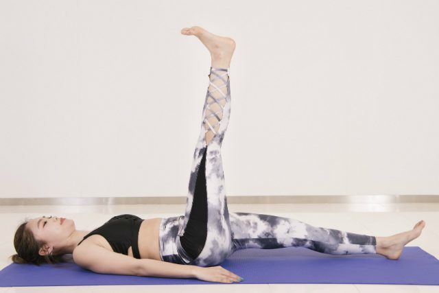 简单拉伸运动,瘦腿又排毒