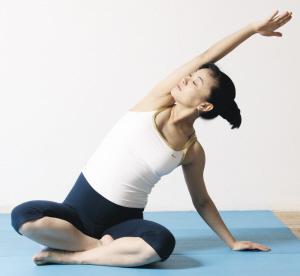 练瑜伽 无法减重_练习瑜伽一定要空腹 - 减肥ing网